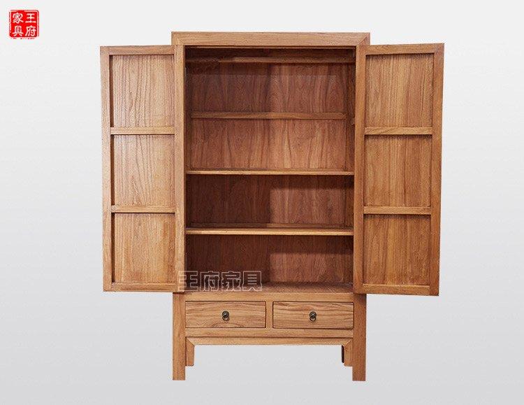 产品简介:王府家具慢享生活,打造新中式实木两门衣柜,塑造极简轻奢家具。采用纯榆木材质精工细作,打磨精细,榫卯结构相接,凸显新中式实木两门衣柜的素木意境!家具的作用不仅仅在于功能性,还要能很好的表达出主人的品味和文化感,能提升整个空间的整体效果,选新中式实木两门衣柜,享受禅意家具带给我们的精神享受!